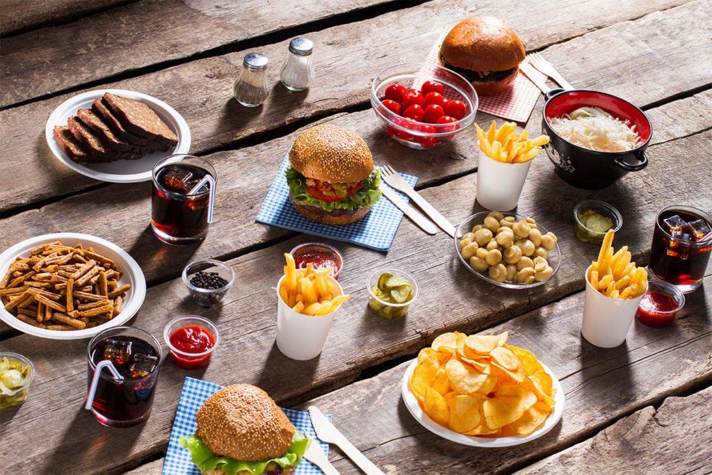 szybkie jedzenie w kąciku gastronomicznym