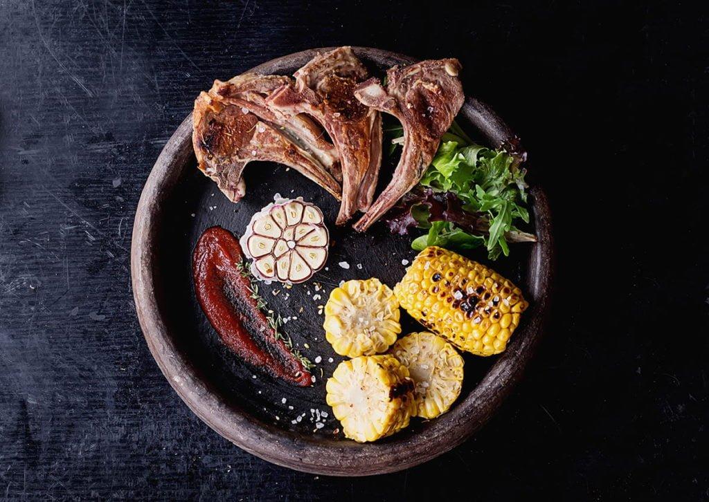 grillowana potrawa w restauracji